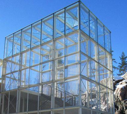 Karhumäe ülekäigusilla torni klaasfassaad 2