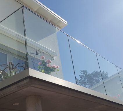 glass railing_balcony boundary