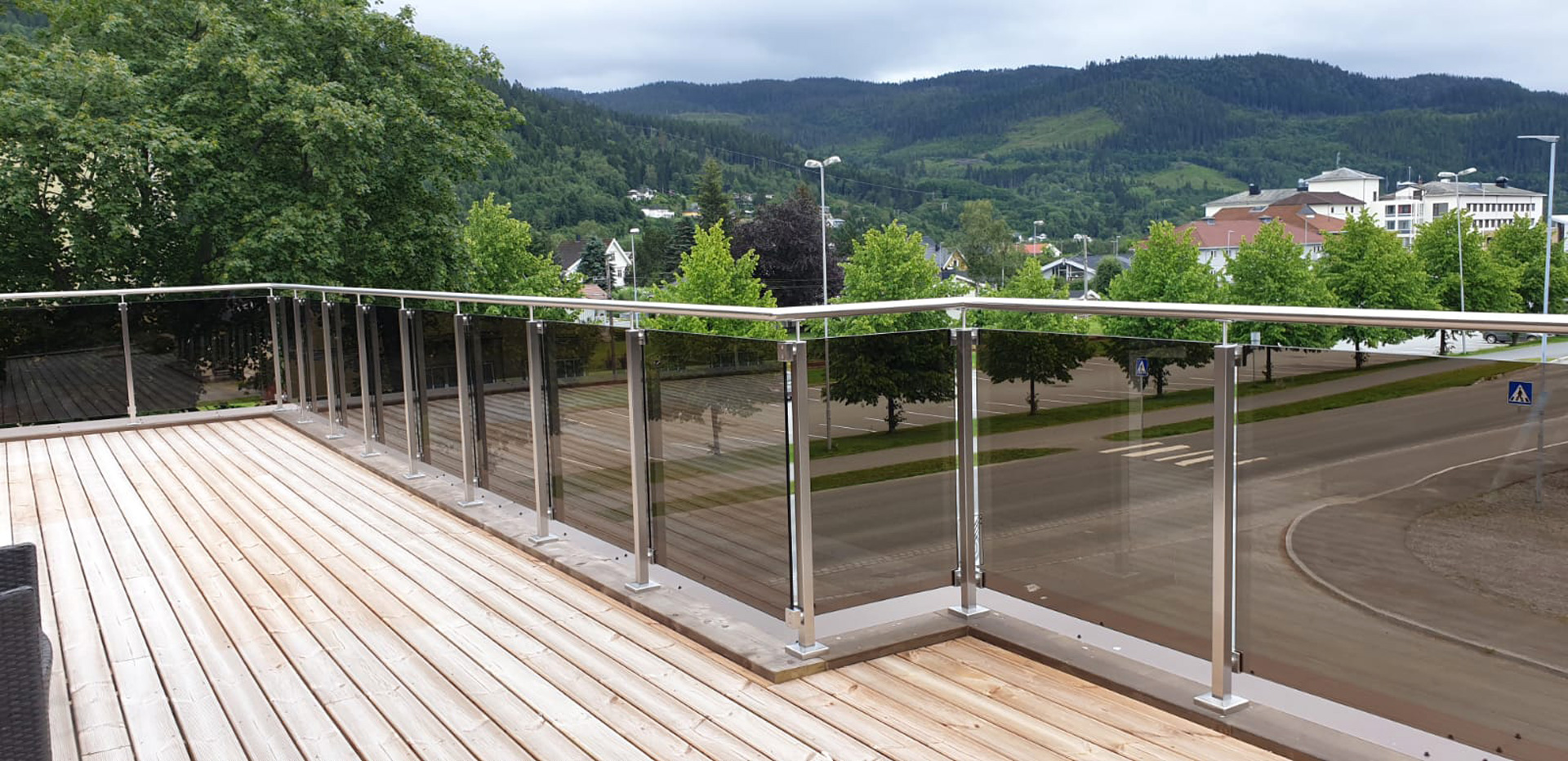 glass-railings_baluster-posts